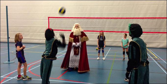 Sinterklaas Speelt Volleybal Bij Albatros